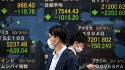 Los datos del  FMI son atemorizantes: el PBI mundial se contarería un 3% y la organización mundial del comercio prevé una caída del comercio de un 13%. Foto: AFP.