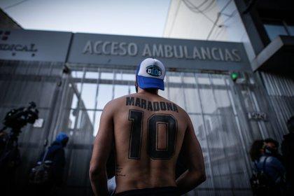 Maradona continúa internado en la Clínica Olivos (Foto: EFE)