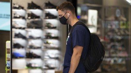 Calzado importado: las nuevas exigencias del Gobierno para que ingresen productos al país (PA via Reuters)
