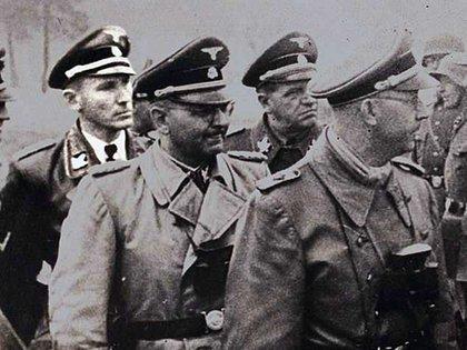 Otto Gustav von Wächter con su uniforme de general de las SS junto a otros jerarcas nazis (Museo del Holocausto)