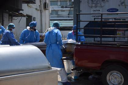"""El resumen del ensayo """"Discovery"""", sobre cuatro puntos de un experimento a gran escala, es esperado como un veredicto, algo nunca tan deseado en la historia de la medicina. Mientras tanto ya son más de 69 mil los muertos por COVID-19 (REUTERS/Vicente Gaibor del Pino)"""