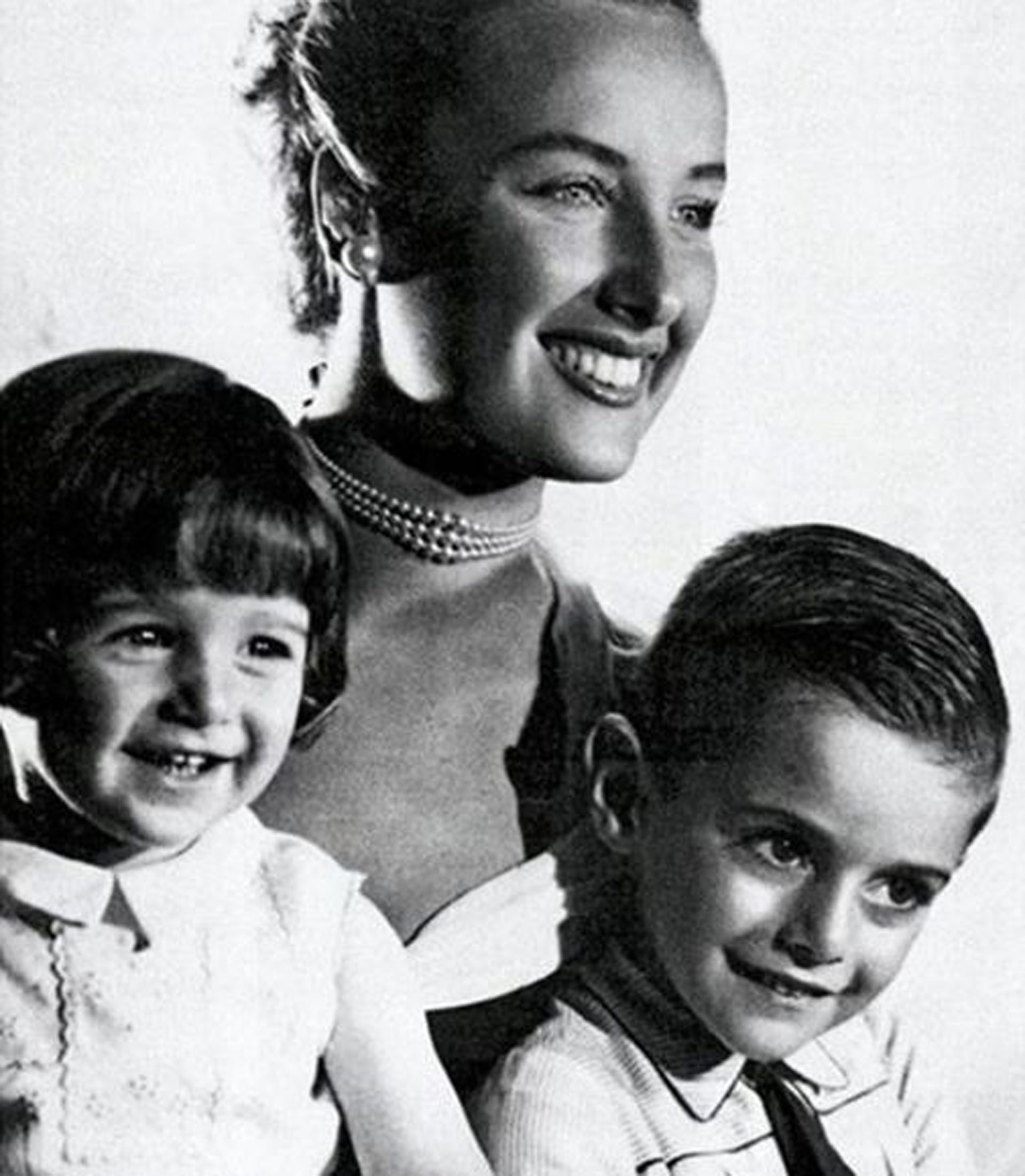 Mirtha Legrand publicó dos fotos suyas junto a sus hijos, a 21 años de la muerte de su primogénito (Foto: Instagram)