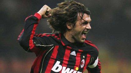 Paolo Maldini, de 51 años, ha defendido la camiseta del AC Milan durante los 24 años que ha jugado al fútbol profesional (1985-2009) y es todo un emblema del club.