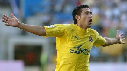 Román brilló con la camiseta del Villarreal, donde fue considerado el mejor jugador de la historia del club (Reuters)