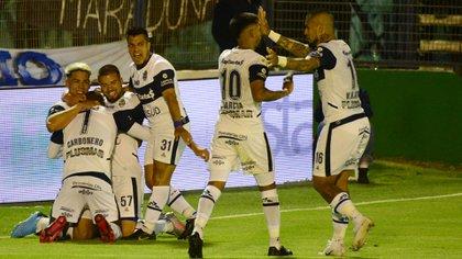 En primer turno, Gimnasia venció 3-0 a Patronato en La Plata (Foto Baires)