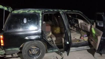 Una camioneta fue abandonada con cinco cuerpos apilados en Ciudad Hidalgo, Michoacán (Foto: Especial)