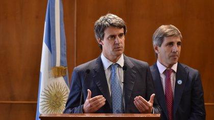 Prat Gay y el entonces secretario de Finanzas, Luis Caputo, en el anuncio del canje de 2016 Adrián Escandar 162