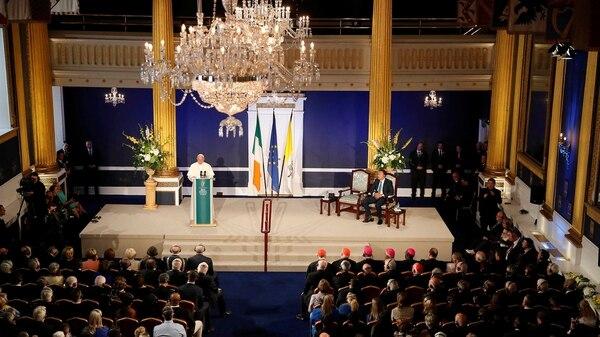 Francisco dio un discursoen el Castillo de Dublin(REUTERS/Stefano Rellandini)