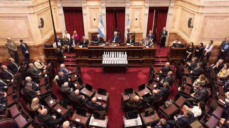 El recinto de sesiones de la Cámara de Senadores modificó su dinámica para rendir homenaje a los veteranos de la Guerra de Malvinas