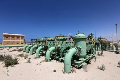 Imagen de archivo de oleoductos en la terminal petrolera de Zueitina, Libia. 7 abril 2014. REUTERS/Esam Omran Al-Fetori