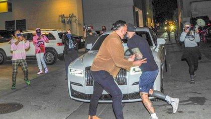 Kylie Jenner es confrontada por activistas anti-pieles mientras estaba de compras (The Grosby Group)