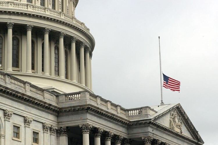 La bandera a media asta en el Capitolio(Reuters)