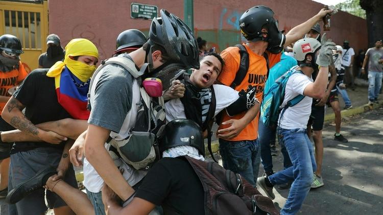 La brutalidad de la represión del régimen de Maduro (AP Photo/Rodrigo Abd)