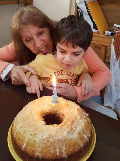 Lautaro y su abuela Loli Fernández