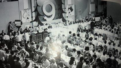 Las fiestas de fin de año en el 9 eran imperdibles. Romay solía hacer discursos de una hora (Gentileza, archivo personal Omar Romay)