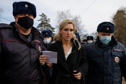 La detención de Anastasiya Vasilyeva (REUTERS/Maxim Shemetov)