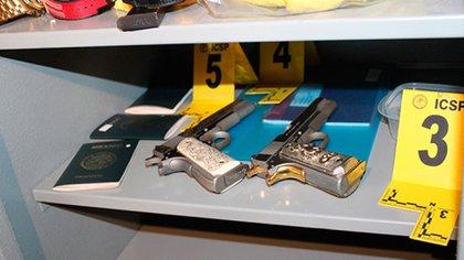 En las habitaciones había armas y pasaportes
