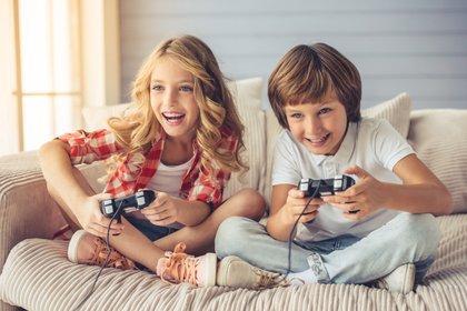 Los juguetes son siempre los regalos que más reciben los niños en su día (Shutterstock)
