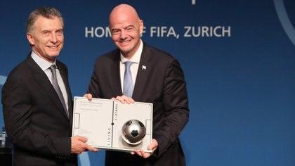 """En junio del 2019, Macri recibió el premio """"Living Football"""" por parte de la FIFA"""