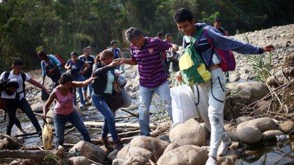 Los periodistas realizaban un reportaje sobre los miles de migrantes que transitan diariamente por trochas ilegales para cruzar la frontera. REUTERS/Edgard Garrido