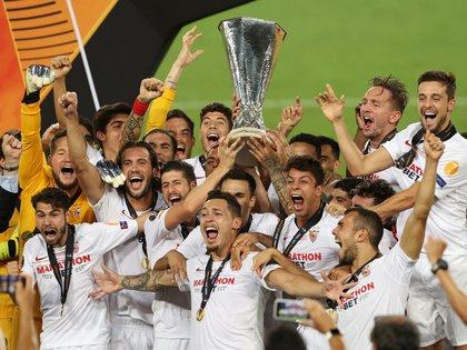 Sevilla llega como campeón de la pasada Europa League (Lars Baron/Pool vía REUTERS)