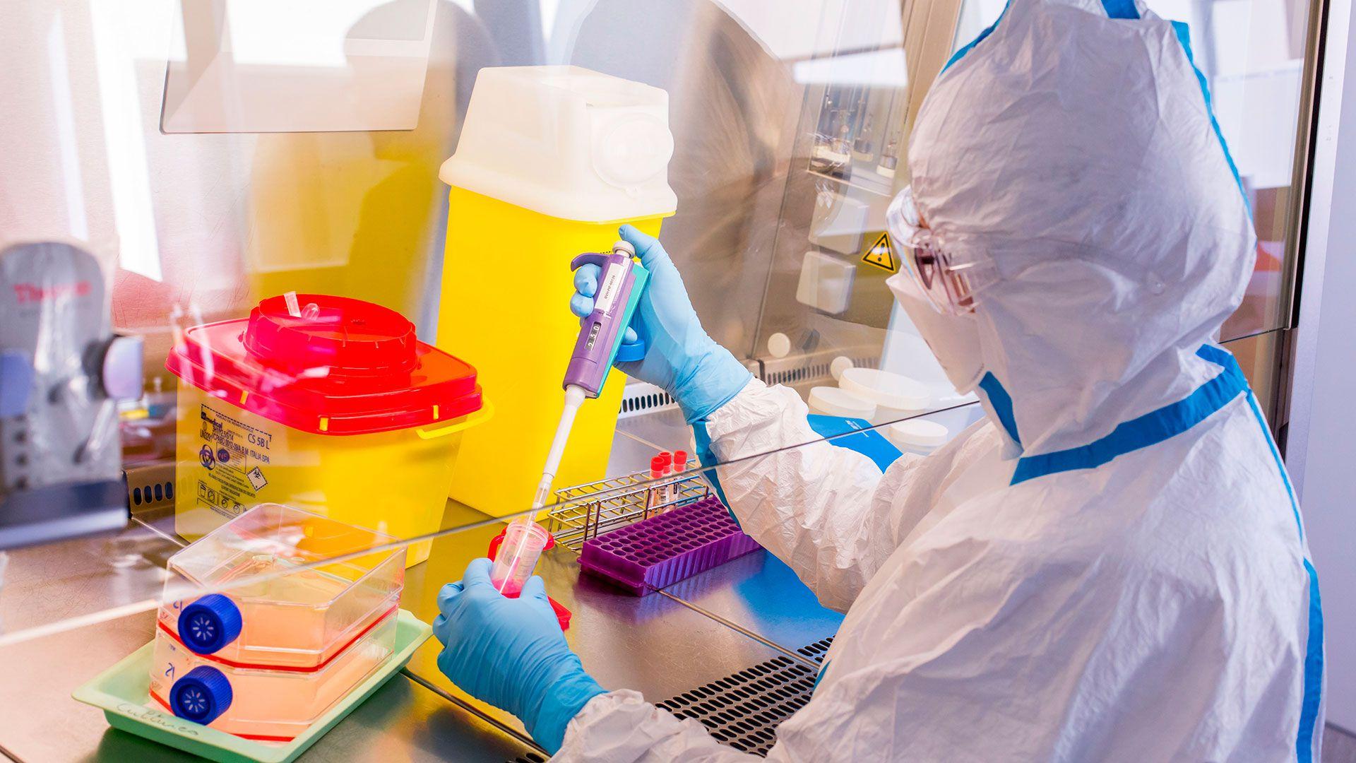 Por la pandemia, algunos pacientes con HIV vieron interrumpidos sus tratamientos, por el miedo al contagio frente al virus SARS-CoV-2 (Shutterstock)
