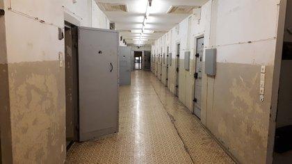Un pasillo en una de las cárceles de la Stasi en Berlín (Shutterstock)