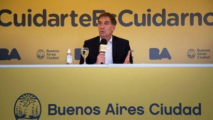 La conferencia de prensa de Diego Santilli ayer viernes para anunciar las medidas de cierre de locales en la noche.