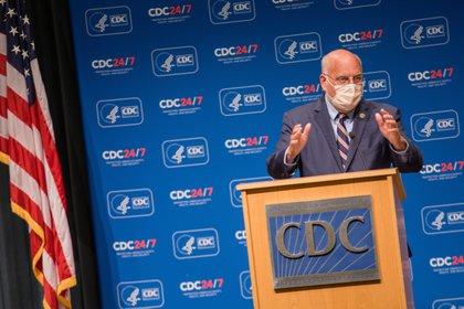 El exdirector de los CDC Robert Redfield. EFE/EPA/JENNI GIRTMAN/Archivo