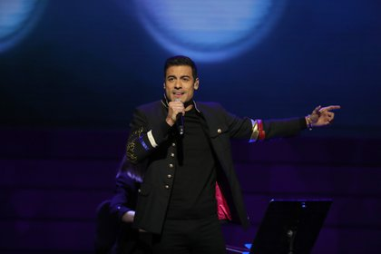 The singer announced that he will not participate after a person close to his team tested positive for COVID-19 (Photo: EFE / Juanjo Martín / File)