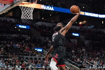 James Harden, el protagonista del duelo entre Houston Rockets y San Antonio Spurs (Credit: Daniel Dunn-USA TODAY Sports)