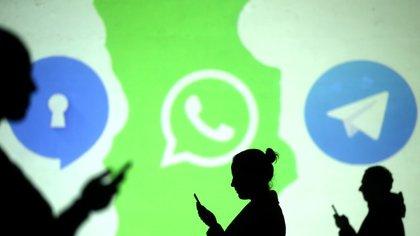 Los contactos se sincronizan automáticamente al descargar cualquier aplicación de mensajería móvil (Foto: Reuters / Dado Ruvic)
