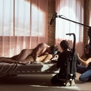 Son muchas las personas que trabajan en el rodaje de una escena porno