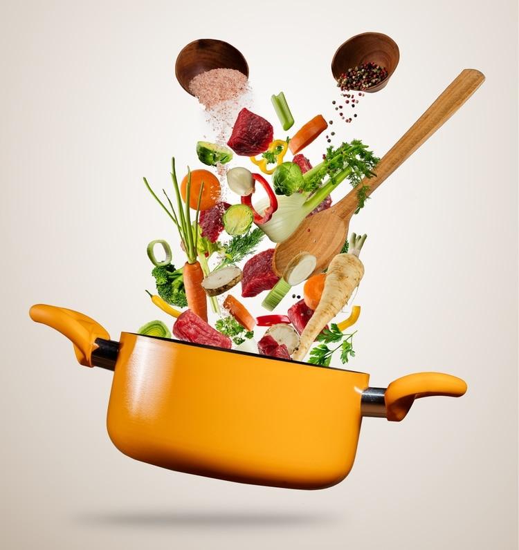 Una de las opciones para vegetarianos es cortarlas en pedazos chiquitos y agregarlos al caldo.También se pueden triturar(Getty Images)