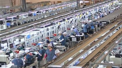 Una planta fueguina, el sector fabril que más rápidamente sintió el faltante de insumos y partes chinas. Para mayo, dijo la ministra de Economía de la provincia, toda la industria argentina sentirá ese impacto