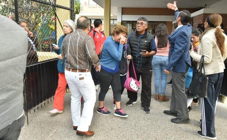Padres de familia y cuerpos de seguridad llegaron inmediatamente al lugar (Fotos: Cuartoscuro)