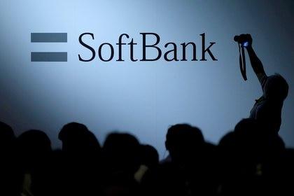 SoftBank llegó a subir un 10% en bolsa por las noticias del acuerdo y las renovadas conversaciones para que la compañía deje de cotizar. REUTERS/Issei Kato/File Photo
