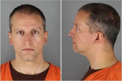 En la imagen, Derek Chauvin, el policía que clavó su rodilla en la garganta de Floyd y está acusado de asesinato en tercer grado (Foto: Oficina del Sheriff del Condado de Hennepin/vía REUTERS).