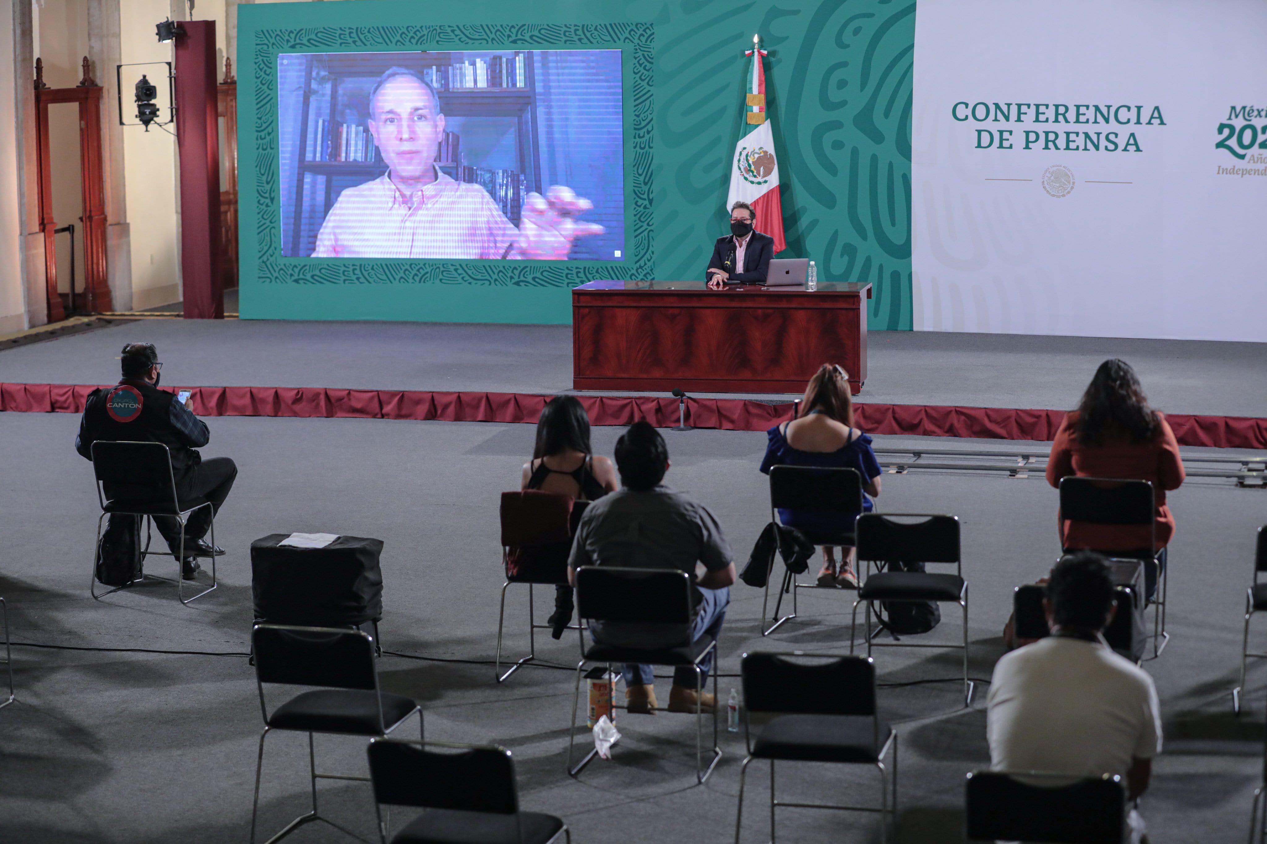 Hugo López-Gatell dio información sobre la muerte de una mujer de 75 años que murió tras recibir la vacuna contra COVID-19 en Hidalgo (Foto: Twitter@HLGatell))