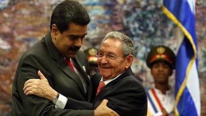 Aliados: Nicolás Maduro y Raúl Castro (EFE)