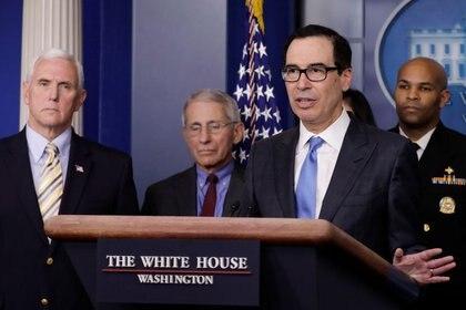 El secretario del Tesoro de EEUU, Steve Mnuchin, habla en una conferencia de prensa, en la Casa Blanca, en Washington. 14 de marzo de 2020. REUTERS/Yuri Gripas.