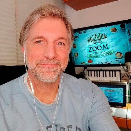 Horacio Cabak condujo los primeros programas de Fantino a la tarde desde su casa (Foto: Instagram)