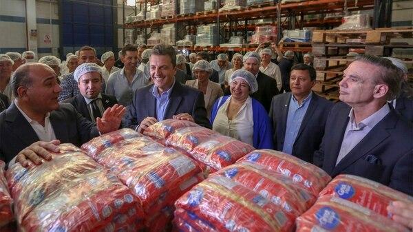 Sergio Massa y Miguel Pichetto junto al gobernador Juan Manzur en Tucumán