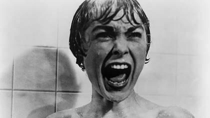 """El famoso gritoen """"Psicosis, de Alfred Hitchcock. En Netflix nose encuentra disponible para streaming nada del director británico."""