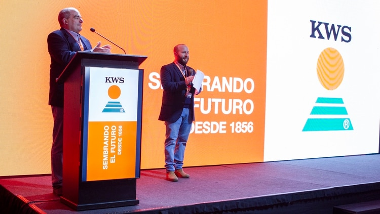 """Gonzalo Bravo, gerente comercial; y Federico Larrosa, gerente de producto y marketing de KWS, aseguraron que """"esta inauguración es el principio e inicio de otros desafíos"""""""