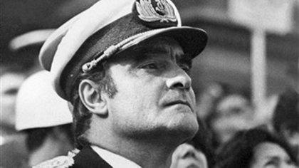"""Massera, a quien sus pares llamaban afectuosamente """"el Negro"""", supo navegar esas aguas turbulentas y logró que Juan Perón lo nombrara jefe de la Armada (AFP)"""
