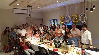 La familia de Maia festejando Año Nuevo (2020) en Formosa