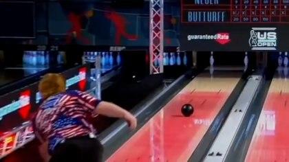 Tiene 18 años y logró un tiro imposible en bowling que hacía tres décadas no sucedía