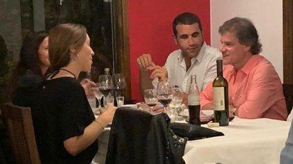 Vidal disfrutó de una comida junto a Quique Sacco, acompañado por el abogado Diego Pirota y su pareja.