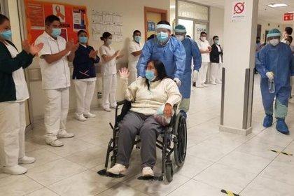Los médico auguraban pocas probabilidades de recuperación para María Trinidad, sin embargo logró recuperarse tras 14 días intubada y con daño renal y hepático Foto: (IMSS)